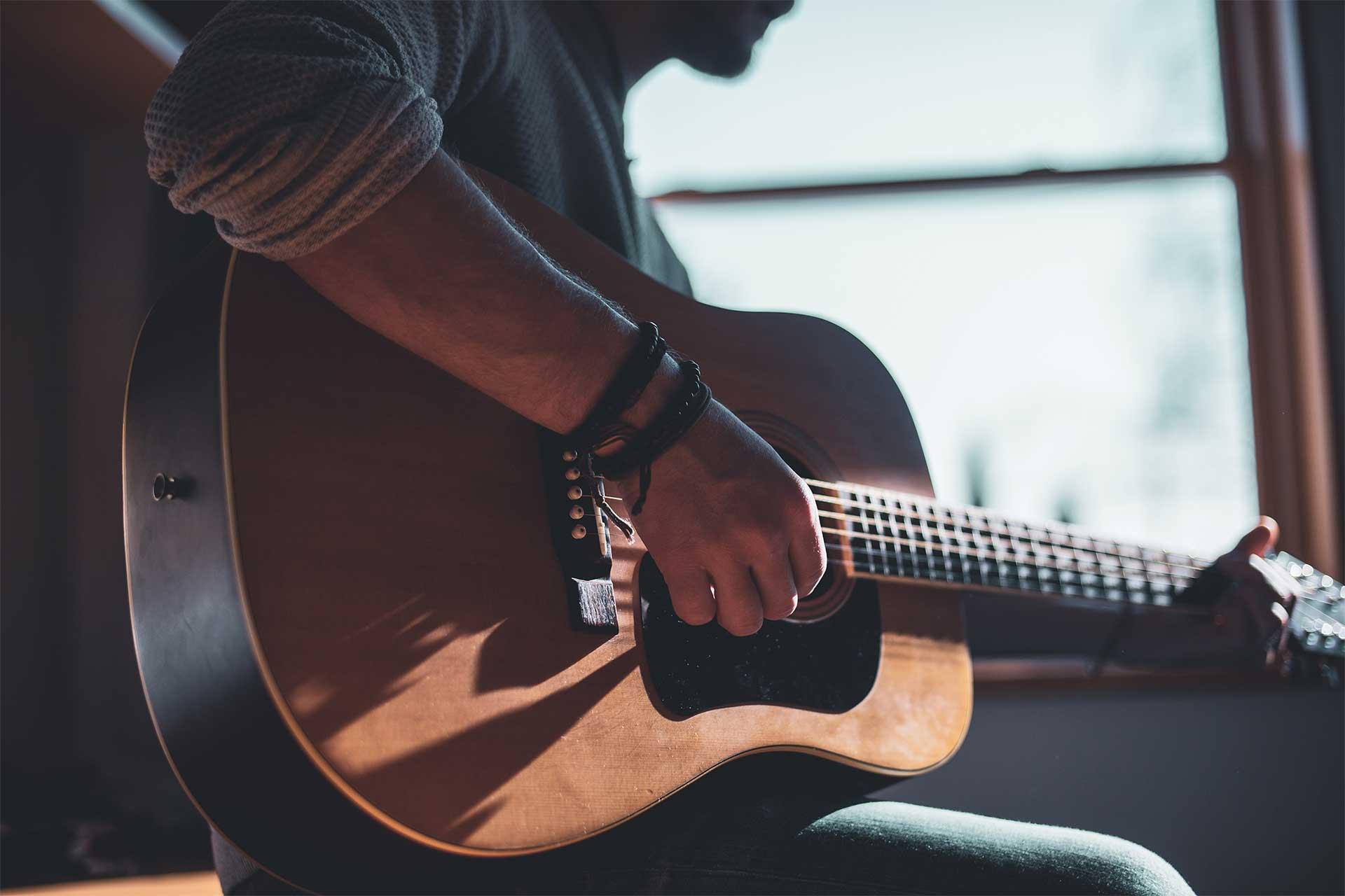 Guitarra clásica y eléctrica